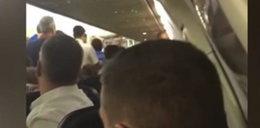 Pasażerowie zaatakowali w samolocie stewardessę! FILM