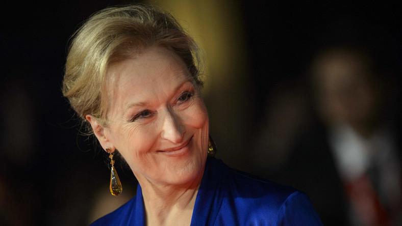 """Laureatka trzech Oscarów Meryl Streep wciąż prasuje małżonkowi koszule. """"Te koszule, mąż, dzieci, dom w Connecticut, a nie w Malibu, pomagały mi zawsze zachować zdrowy rozsądek i życiową równowagę"""" –wyjaśnia jedna z najsłynniejszych aktorek naszych czasów."""