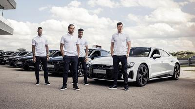 Robert Lewandowski dostał nowe auto. Będzie jeździć elektrycznym Audi e-tron GT