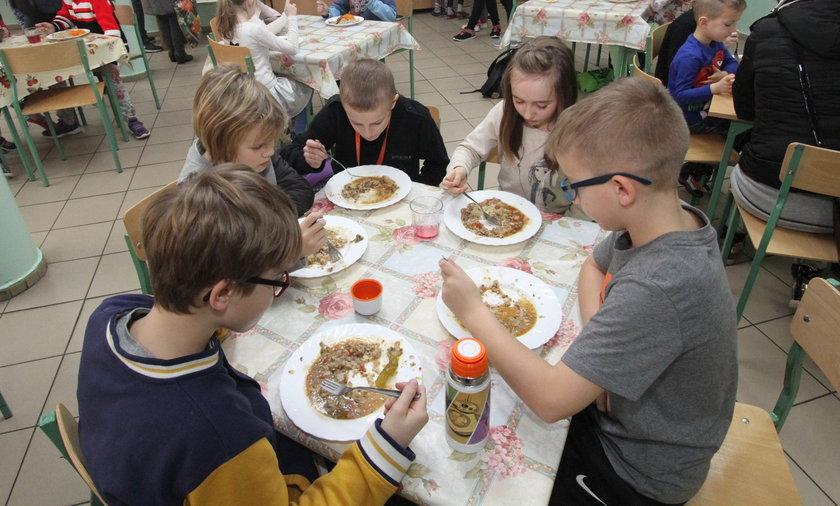 Po naszej interwencji wszystkie dzieci w szkole nr 3 w Gryficach jedzą tak samo