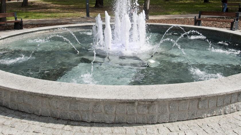Tragedia w Miastku. Mężczyzna utopił się w fontannie. Wcześniej miał się wygłupiać z kolegami