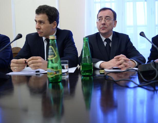 Kamiński odnosił się bezpośrednio do zarzutów posłów opozycji i samych samorządowców (którzy uczestniczyli w posiedzeniu), że CBA wzywa do siebie urzędników, przesłuchuje ich, nie precyzując o co chodzi
