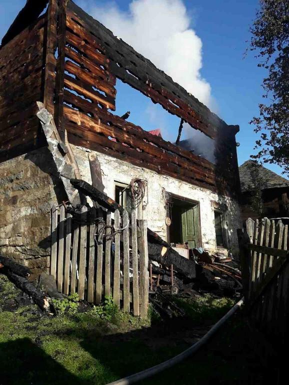 Jedan od primera kako grom može da uništi kuću