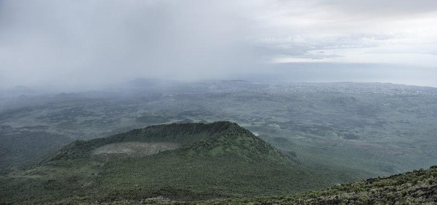 W ciągu 24 godzin wokół wulkanu odnotowali 92 trzęsienia ziemi. Ewakuowano 400 tys. osób. Zbliża się katastrofa?