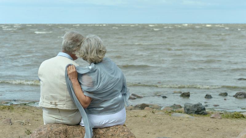 starsze małżeństwo na wakacjach