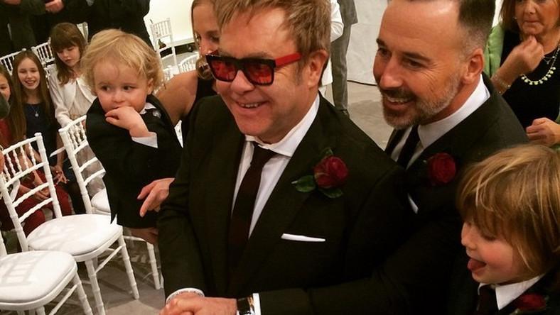 Sir Elton John i producent filmowy David Furnish przygotowywali się do tego wydarzenia od marca, kiedy to w Wielkiej Brytanii przyjęto prawo, zgodnie z którym dopuszczone jest małżeństwo osób tej samej płci