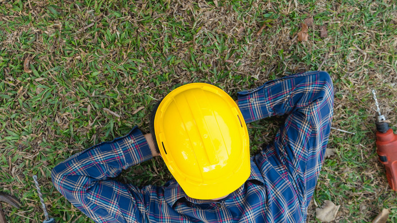 Leżący robotnik