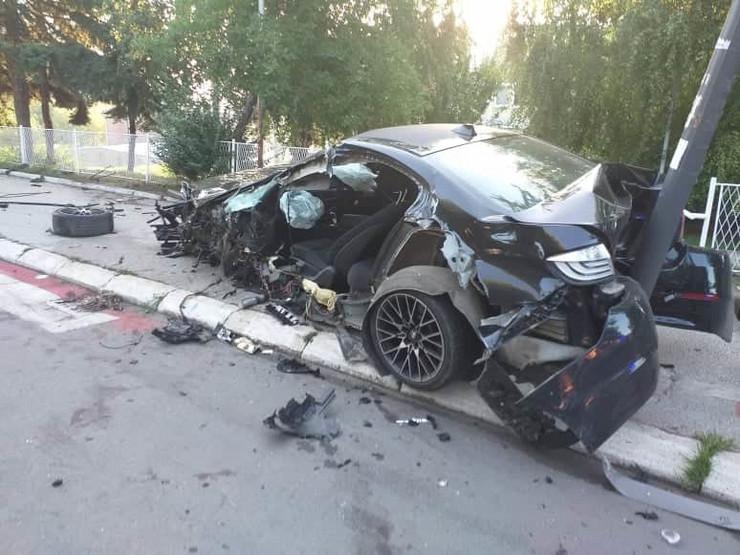 Saobraćajna nesreća u Boru, automobil potpuno uništen