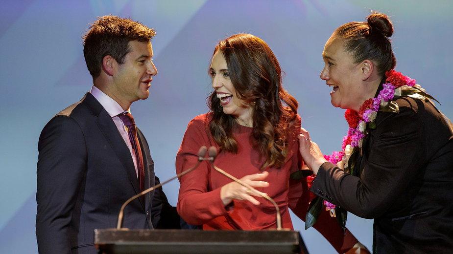 Partia Pracy premier Jacindy Ardern wygrała sobotnie wybory parlamentarne