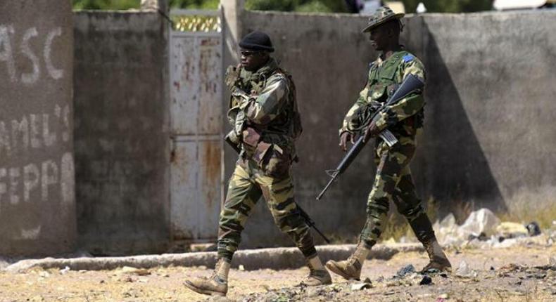 Des soldats sénégalais en patrouille