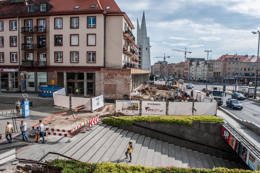 """Prace przy pierwszym etapie przebudowy Przejścia Świdnickiego we Wrocławiu. Roboty na terenie dawnego baru """"Barbara"""""""