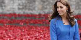 Piękna Kate w kobaltowej sukience