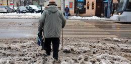 Śnieg popadał w Łodzi. Breja na ulicach!