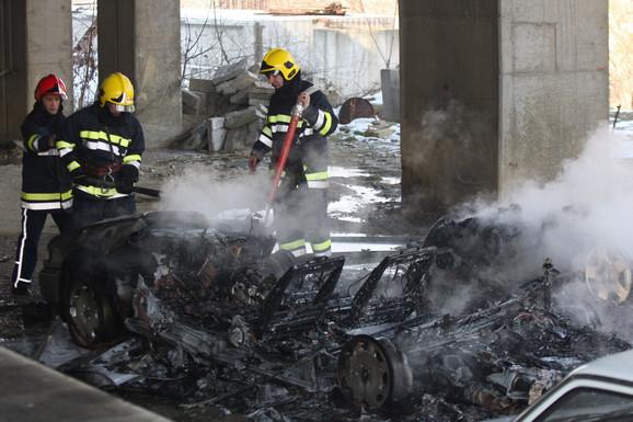 Kriminalci su zapalili oba vozila korišćena u pljački