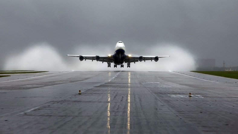 Samolot Boeing 747 startuje