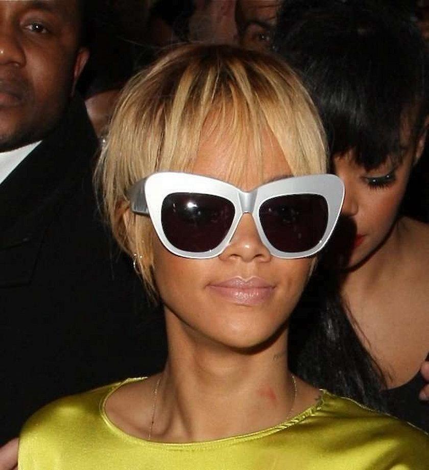 Rihanna u z malinką na szyi!