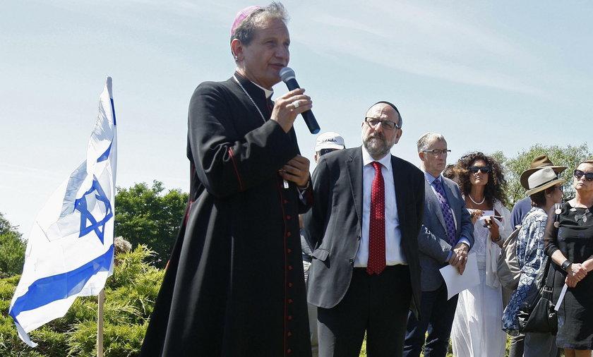 Biskup przeprosił za zbrodnię w Jedwabnem