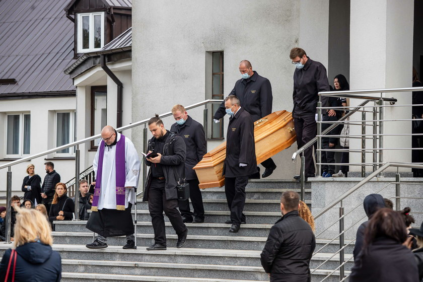 """Bezczel nie żyje. Peja po pogrzebie rapera: """"Oczy wciąż się pocą"""""""