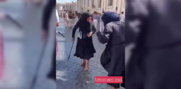Bójka na placu św. Piotra. Aż wypadały garby!