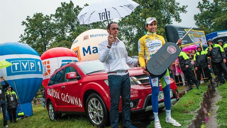Moreno Moser, zwycięzca klasyfikacji generalnej 69. Tour de Pologne oraz Wojciech Masalski z zarządu Fiat Auto Poland przy Fiacie Freemont - nagrodzie głównej