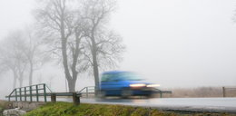 Uwaga na gęste mgły. Ostrzeżenia dla połowy kraju!