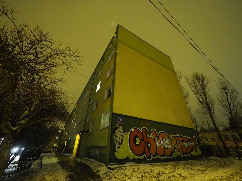 Śmierć w bloku przy Podgórnej w Łodzi. Policję wezwali krewni z Irlandii