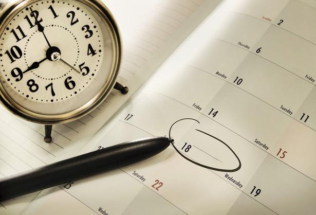 Zasadą jest, że godziny nadliczbowe dobowe są rozliczane co miesiąc, a wynagrodzenie za nie wypłaca się z pensją za dany miesiąc, czyli maksymalnie do 10. dnia kolejnego miesiąca kalendarzowego.
