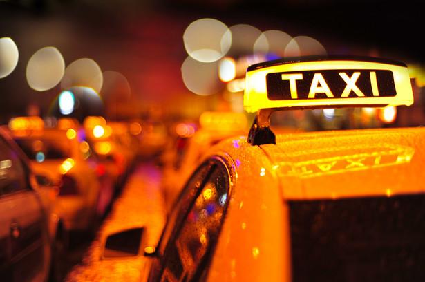 Od 1 stycznia przyszłego roku wchodzą w życie przepisy umożliwiające stosowanie aplikacji mobilnych zamiast taksometrów. Ale dopóki nie zostaną wydane akty wykonawcze – pozostaną martwe.