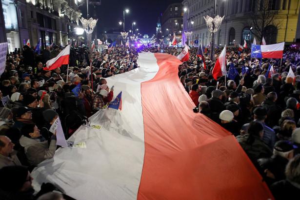 W środę, 22 listopada, obywatele znów przyszli pod Sejm w obronie sądów