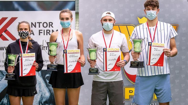 Finaliści gier pojedynczych od lewej: Karolina Jaśkiewicz, Wiktoria Rutkowska, Michał Mikuła i Szymon Kielan PAP/Tytus Żmijewski