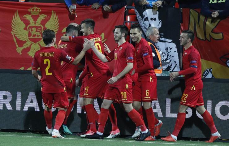 Fudbalska reprezentacija Litvanije, Fudbalska reprezentacija Crne Gore