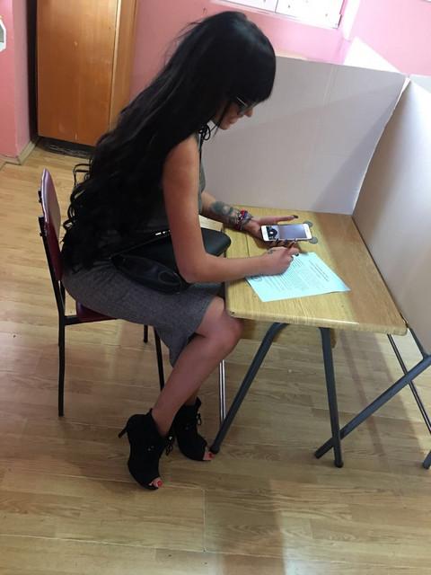 SRPSKA STARLETA OSKUDNO ODEVENA: Tijanu Ajfon zamalo da izbace sa glasanja