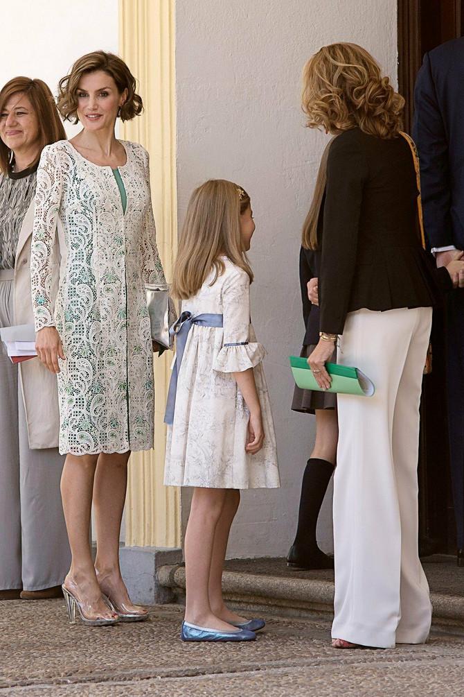 Kraljica Leticija na prvoj pričesti ćerke 2015. godine