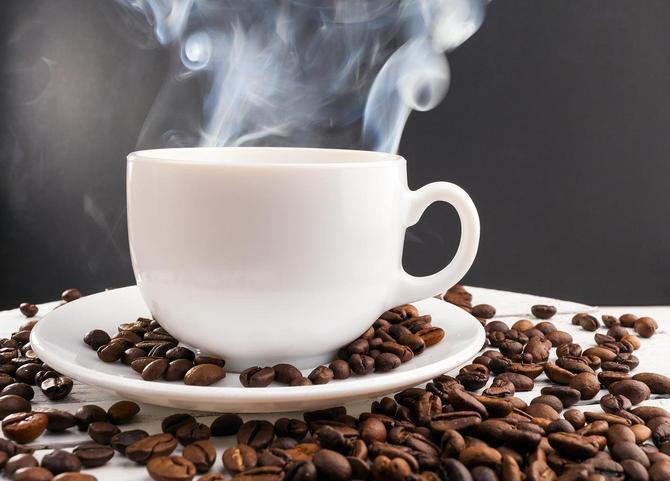 Sadržaj polifenola je najmanje dvostruko, a često i višestruko veći u kafi nego u zelenom i crnom čaju