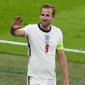 "Kapiten Engleske i legenda kluba ""beži"" kod Gvardiole, a MENJA GA SRBIN? Velikan iz Londona spreman da ""iskešira"" 60.000.000 evra za Dušana Vlahovića!"