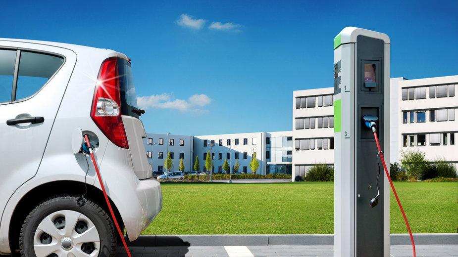 Na polskich drogach pojawią się nowe znaki przeznaczone dla samochodów elektrycznych