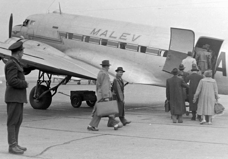Az amerikai légierő C-47-es szállítógépéből eszkábált Malév-utasszállító, ami Zugló fölött lezuhant / Fortepan / Magyar Rendőr