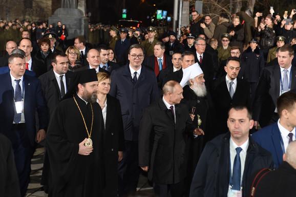 Putin ispred Hrama Svetog Save