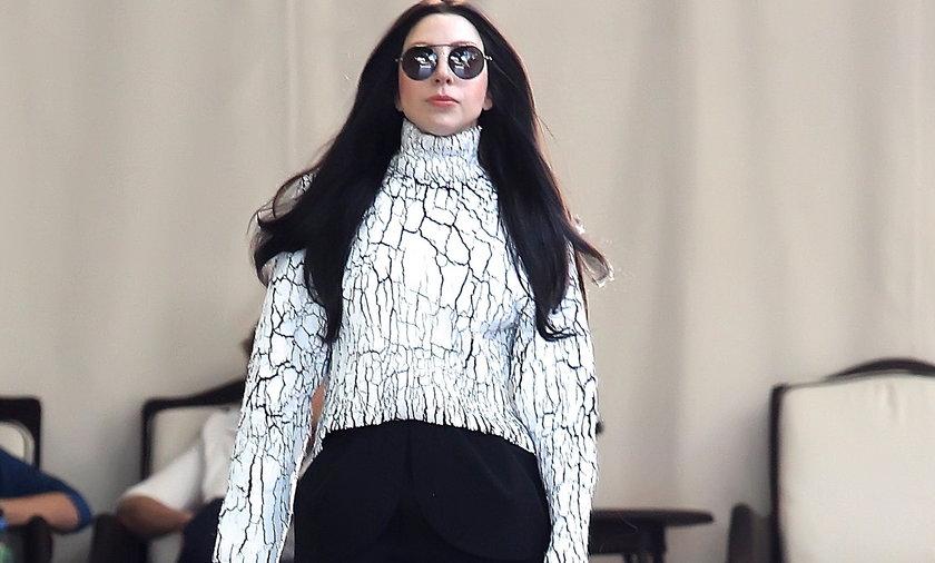 Lady Gaga Dwa Rozne Buty