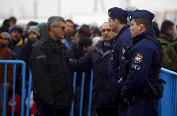 Migranti i policija na granici