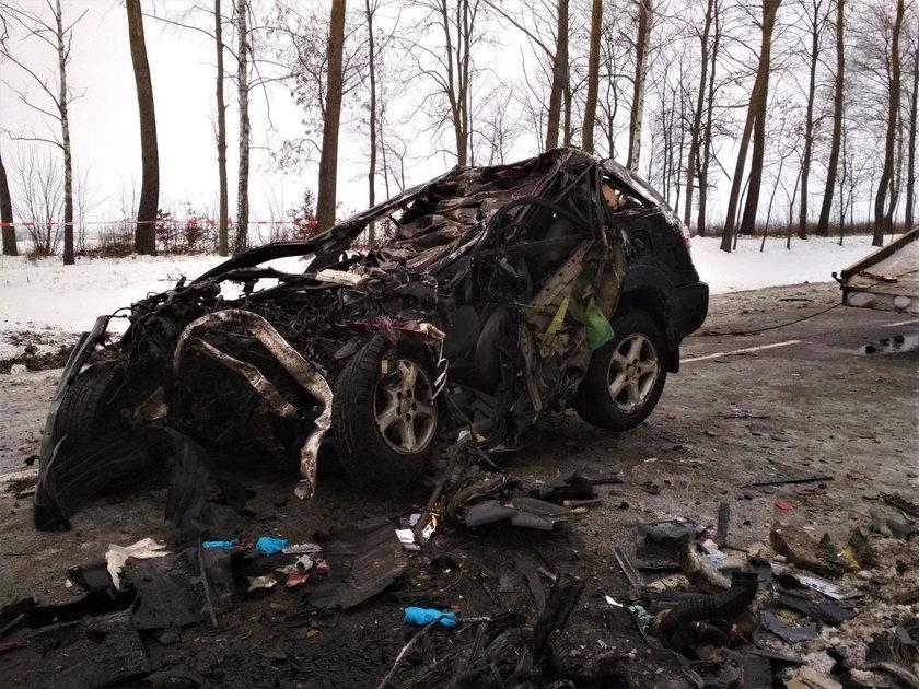 Śmiertelny wypadek na Podlasiu. Toyota zderzyła się z ciężarówką