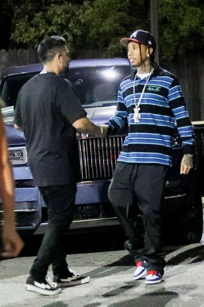Tajga ispred noćnog kluba u Zapadnom Holivudu