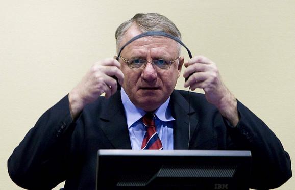 Sam se brani: Vojislav Šešelj