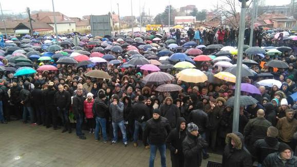 Veliko interesovanje: Građani Niša došli da pozdrave predsednika