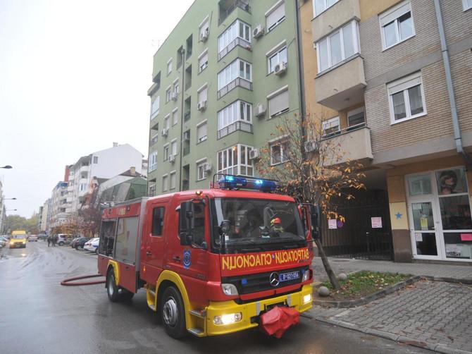 Bebi iz Niša zaglavila se glava u adapteru za nošu, a jedina pomoć su bili vatrogasci. Roditelji, obratite pažnju na OVE SITUACIJE