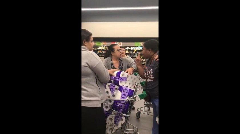 Koronawirus w Australii: pobiły się w sklepie o papier toaletowy