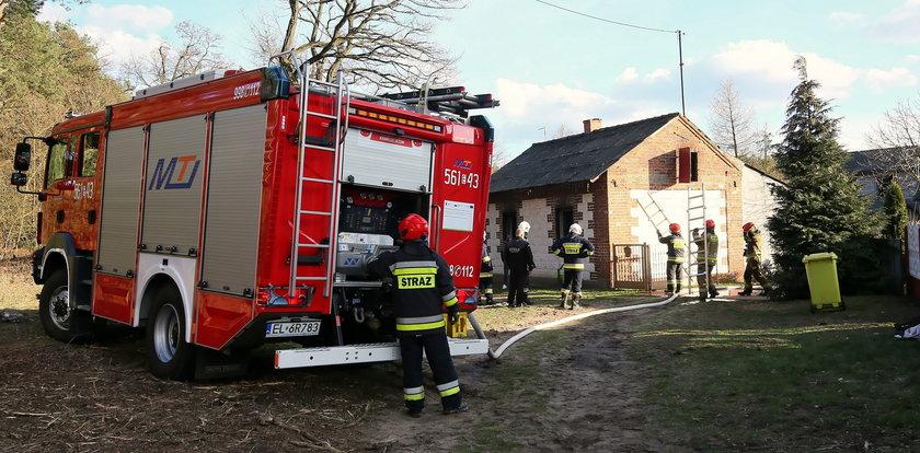 Pożar domu w miejscowości Okoń. Dwie osoby nie żyją