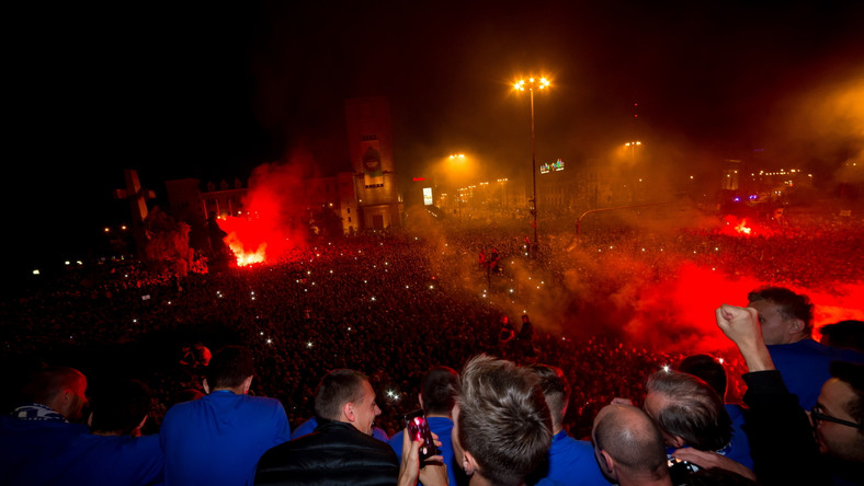 Kibice Lecha świętowali mistrzostwo, zniszczyli wóz TVP