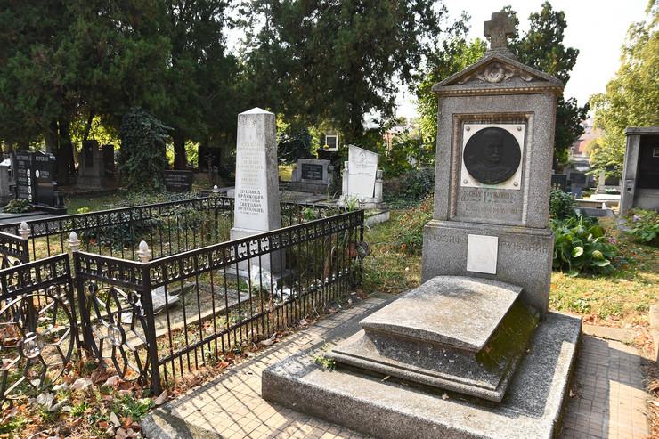 Grob Josifa Runjanina Novi Sad
