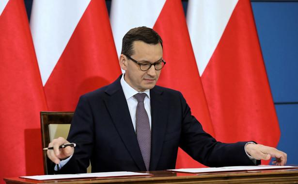 """Całkowite wycofanie się z – """"godnościowych"""" do niedawna – zapisów ustawy o IPN przygotowanych przez wiceszefa resortu sprawiedliwości Patryka Jakiego ma zamortyzować przyjęta równocześnie wspólna deklaracja polsko-izraelska."""